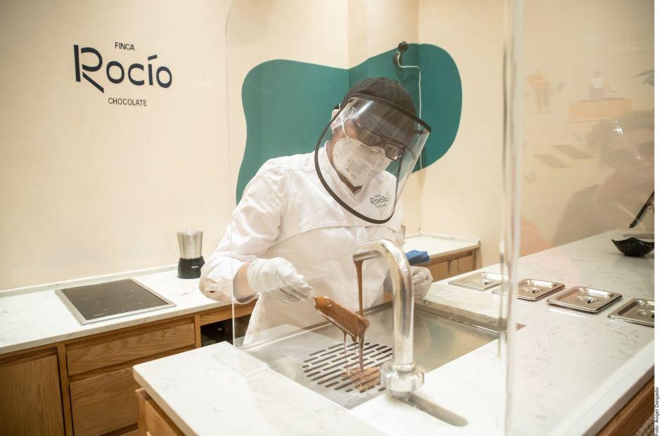 Hijos de AMLO abren tienda de chocolates en la Ciudad de México