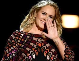 Adele reaparece en Instagram con unas fotos al natural para celebrar sus 33 años