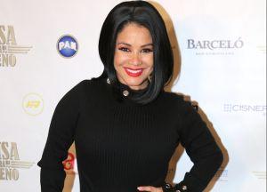 Carolina Sandoval dejó su trasero a la vista con tremendo hilo dental, le bailó al esposo y las críticas estuvieron explosivas