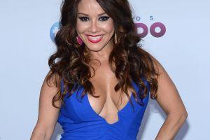Carolina Sandoval demuestra que vestirse con alegría y seguridad hace a la mujer bella, y no importa la talla