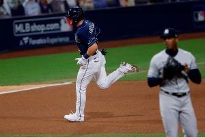 Fans de Yankees tunden al cubano Chapman por derrota ante Rays