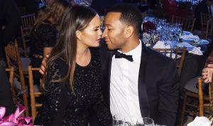 John Legend rompe en llanto al dedicarle unas palabras a Chrissy Teigen después de que perdieran a su bebé recientemente