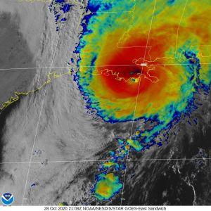 El huracán Zeta llegó con fuerza a Louisiana: es la quinta tormenta en este año