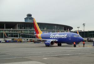 """Southwest evita que una mujer de Chicago aborde un vuelo debido a que su top """"era demasiado revelador"""""""