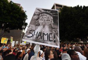 Defensores de inmigrantes critican a Trump por reducir a mínimo histórico admisión de refugiados