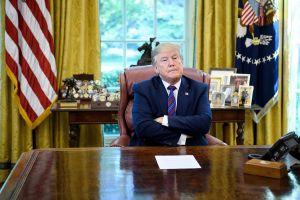 Trump aumenta el riesgo en la Casa Blanca al regresar con coronavirus al Despacho Oval