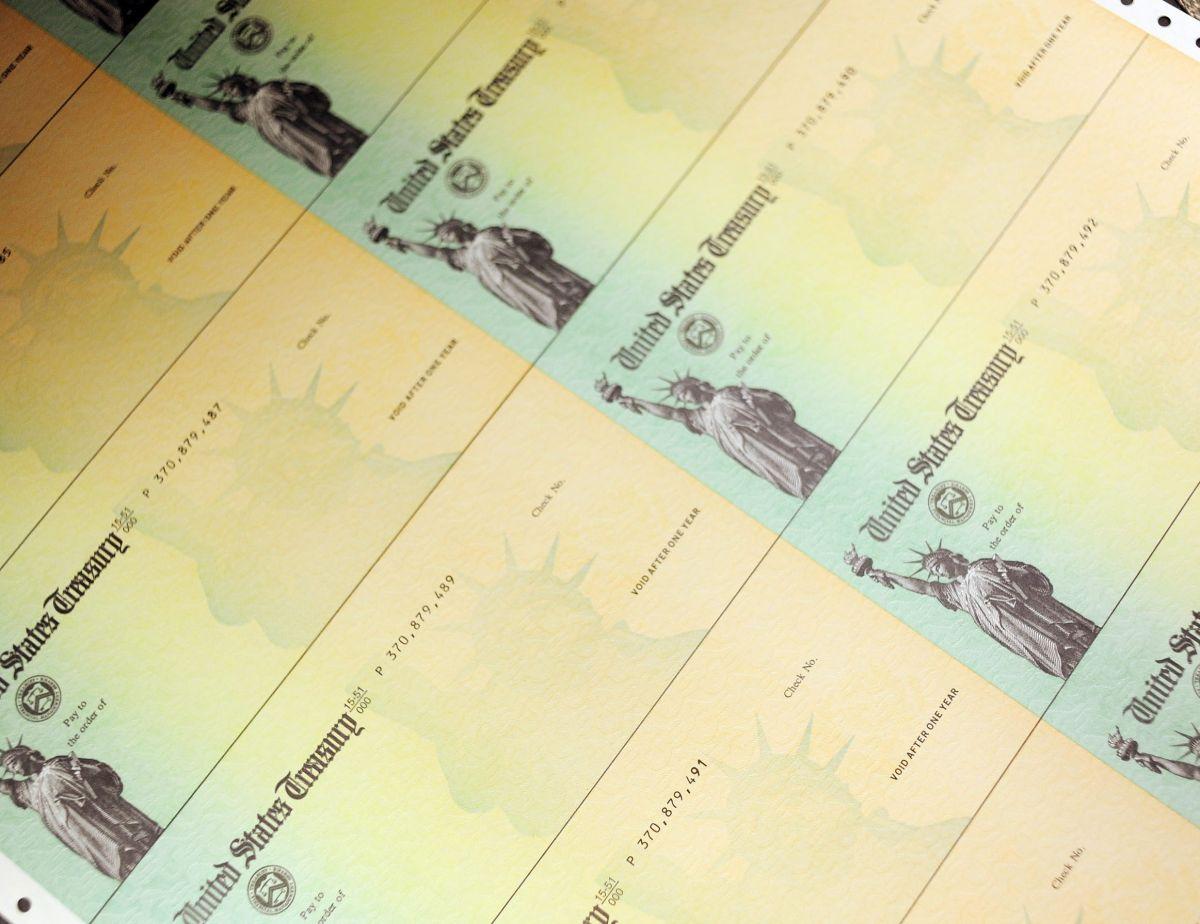 Te decimos qué grupo de gente podría NO recibir un segundo cheque de estímulo