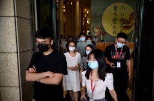 Por qué la combinación de frío afuera y calefacción adentro puede empeorar la pandemia de coronavirus