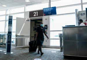JetBlue, Southwest Airlines y Delta Air Lines ya no dejarán espacios entre asientos para frenar coronavirus