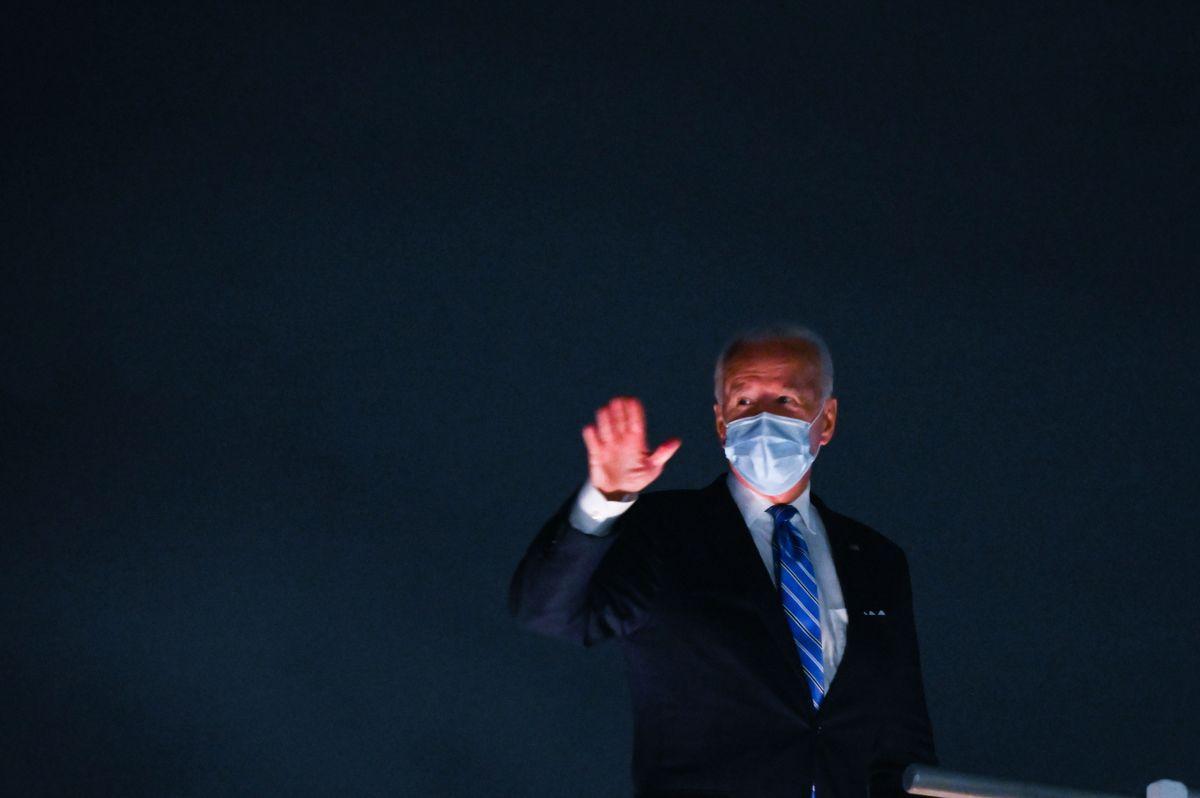 Campaña de Trump critica a Biden por no contagiarse de coronavirus