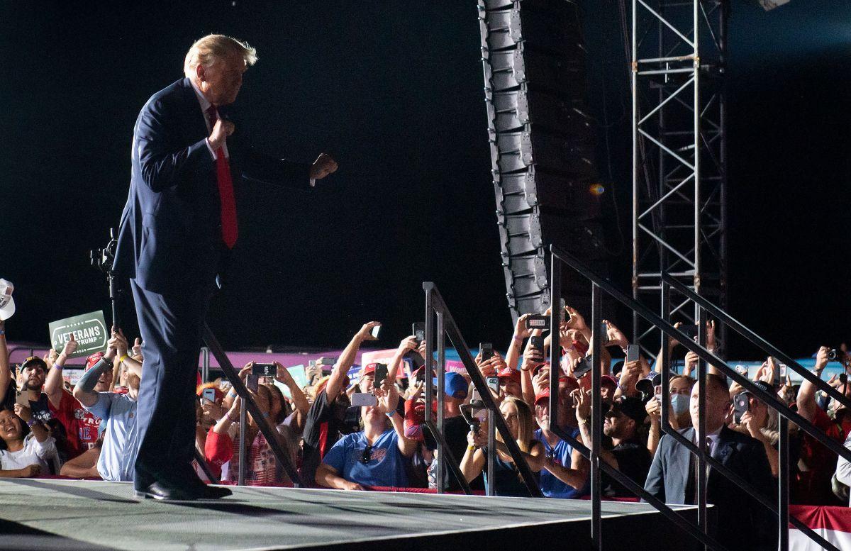 VIDEO: Trump causa furor entre sus seguidores al bailar 'YMCA' en Florida
