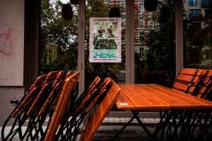 La triste foto de un chef desolado tras quiebra de su restaurante por la pandemia