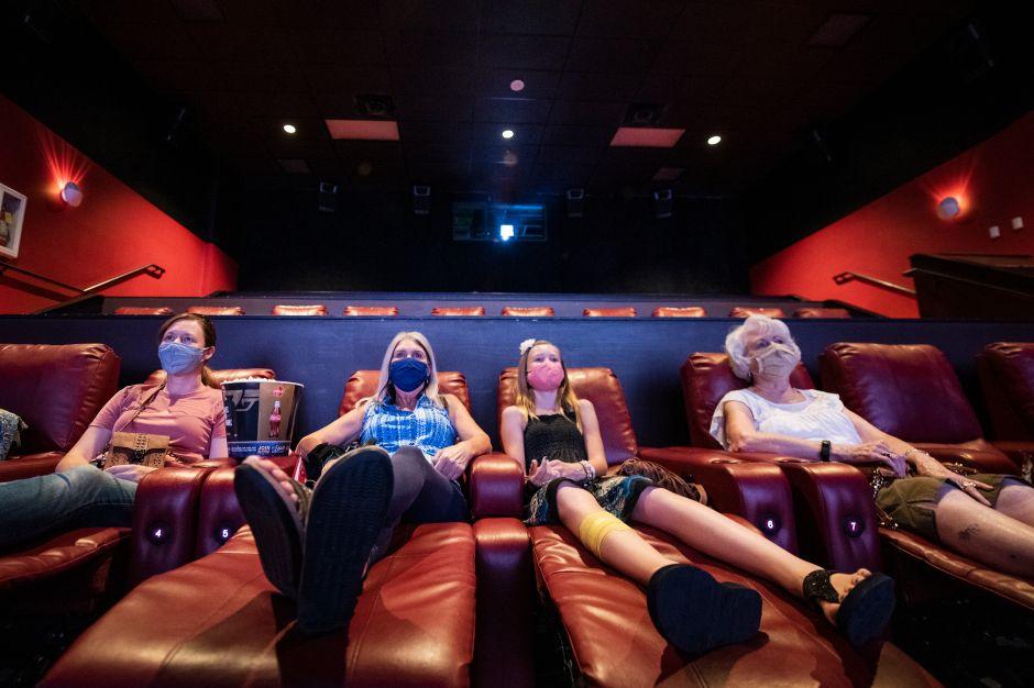 AMC está alquilando cines enteros a partir de $99 dólares