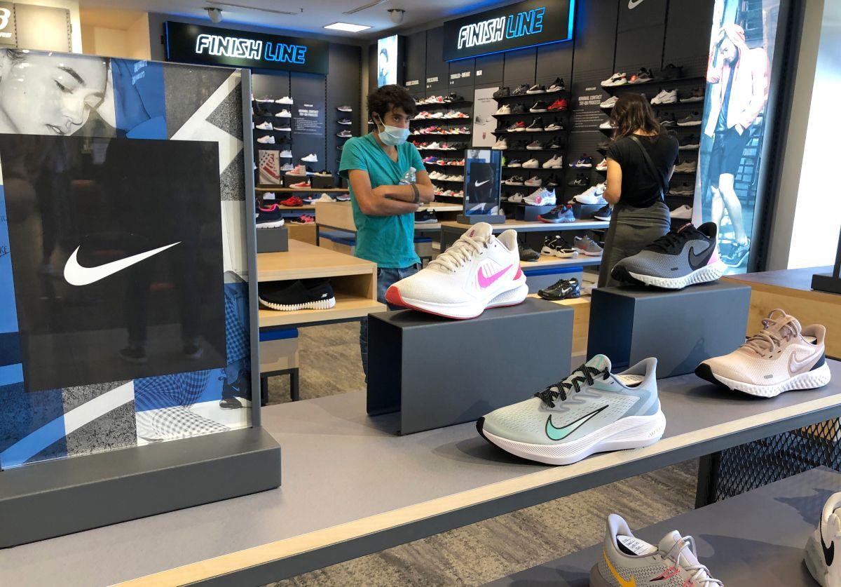 Nike demanda a la marca Warren Lotus por vender unas zapatillas muy parecidas a los Nike Dunks