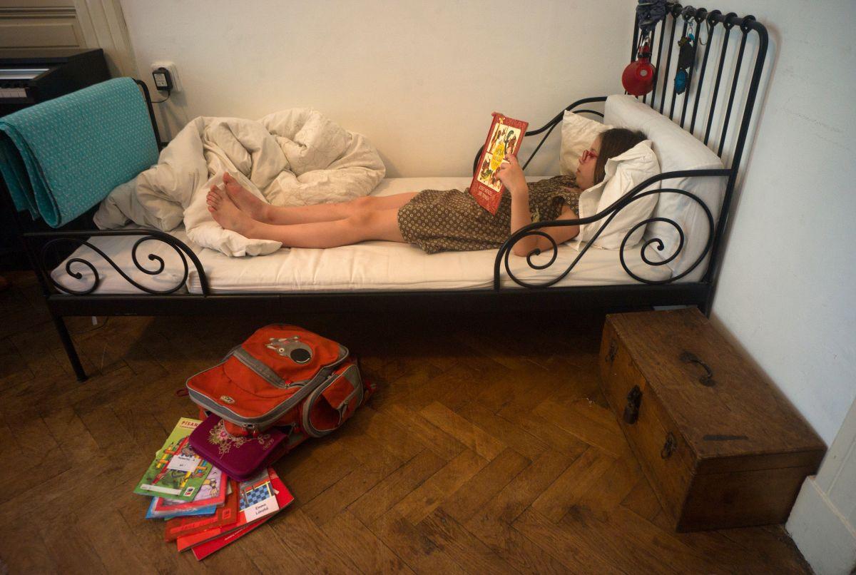 Bill Gates siempre lee antes de dormir, la ciencia recomienda que también deberías hacerlo