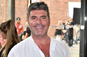 Simon Cowell festeja sus 61 años recuperándose de un trágico accidente que casi lo deja paralítico