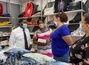 En crisis, certificar los negocios latinos abre puertas