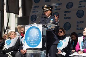 Juanita Holmes hace historia al ser la primera mujer nombrada Jefa de Patrulleros del NYPD