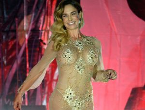 En cámara lenta, Lis Vega exhibe su torneada retaguardia con diminuto bikini