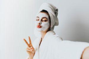 Elementos necesarios para hacerte un facial en casa como una profesional en belleza