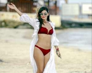 Vanessa Arias se destapa en un cenote de Riviera Maya con un atrevido hilo dental