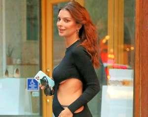 Emily Ratajkowski paraliza las calles de Nueva York en revelador vestido