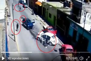 VIDEO: Sicarios chocan vehículos y luego se enfrentan a balazos
