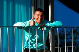 Cosas de estrellas: Cristiano Ronaldo fue trasladado a Italia ¡en un jet-ambulancia privado!
