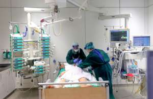 Estados Unidos supera récord de contagios semanales de coronavirus