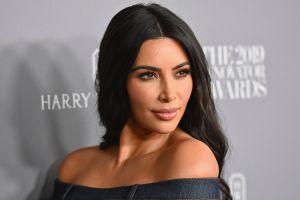 Kim Kardashian usa sólo diamantes falsos o prestados y no permite que haya dinero en la caja fuerte de su casa