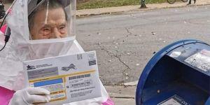 Anciana de 102 años va a votar y su vestimenta se hace viral