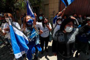 Opositores de Evo Morales la secuestraron y le raparon la cabeza; vence en las elecciones como senadora del MAS