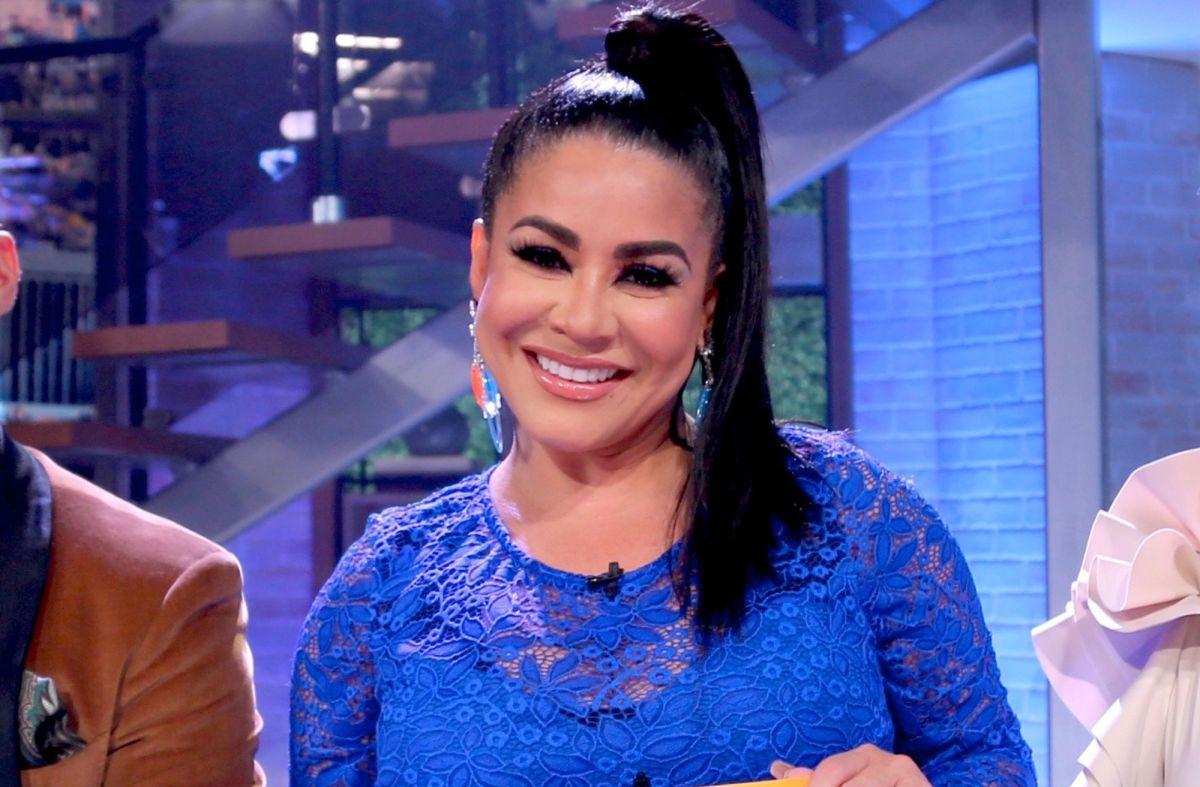 """Carolina Sandoval presentó su excéntrico arbolito de Navidad y le dijeron que """"Va a volar"""""""