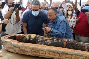 VIDEO: El brillante hallazgo en el interior de una momia de más de 2,600 años de antigüedad