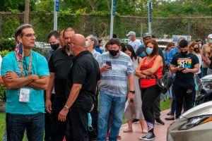 Alta participación en Florida en primer día de votación anticipada; registran altercado por uso de mascarilla