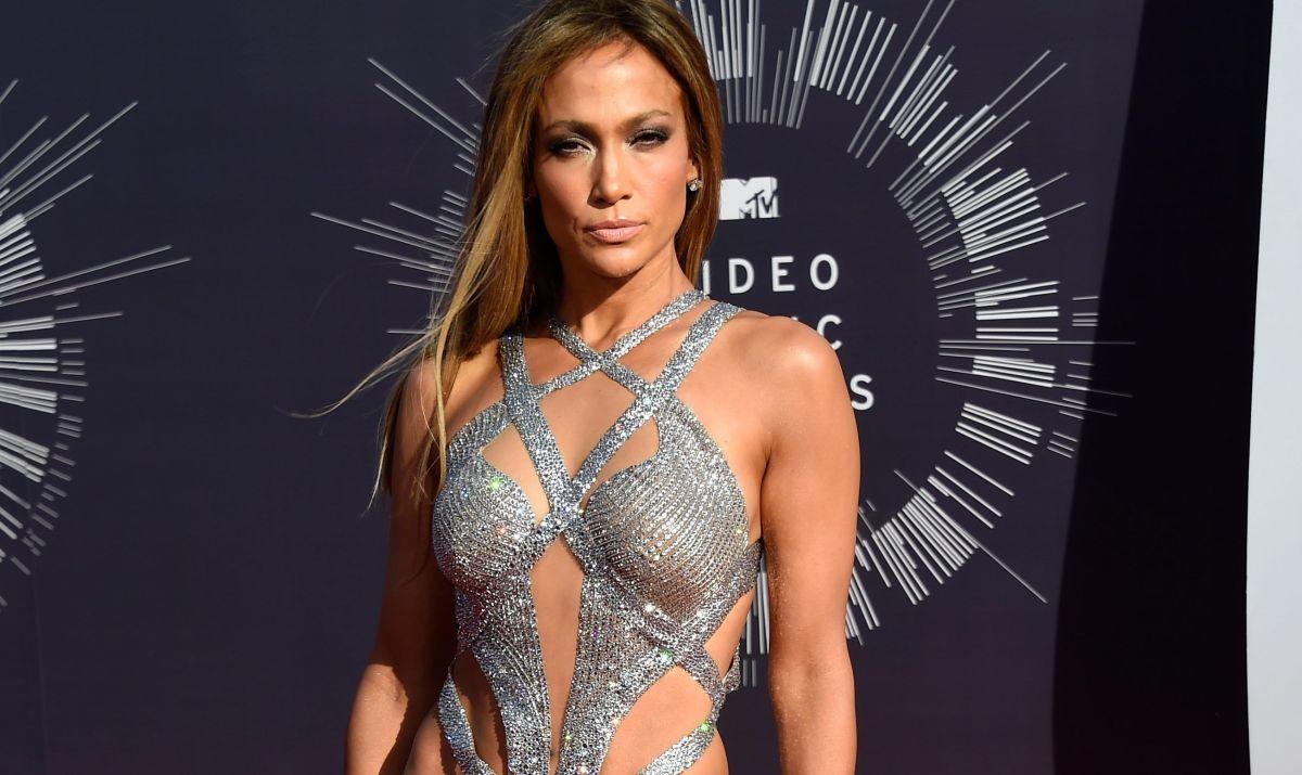 Ajustado bikini casi traiciona a Jennifer Lopez y le remarca hasta lo más íntimo