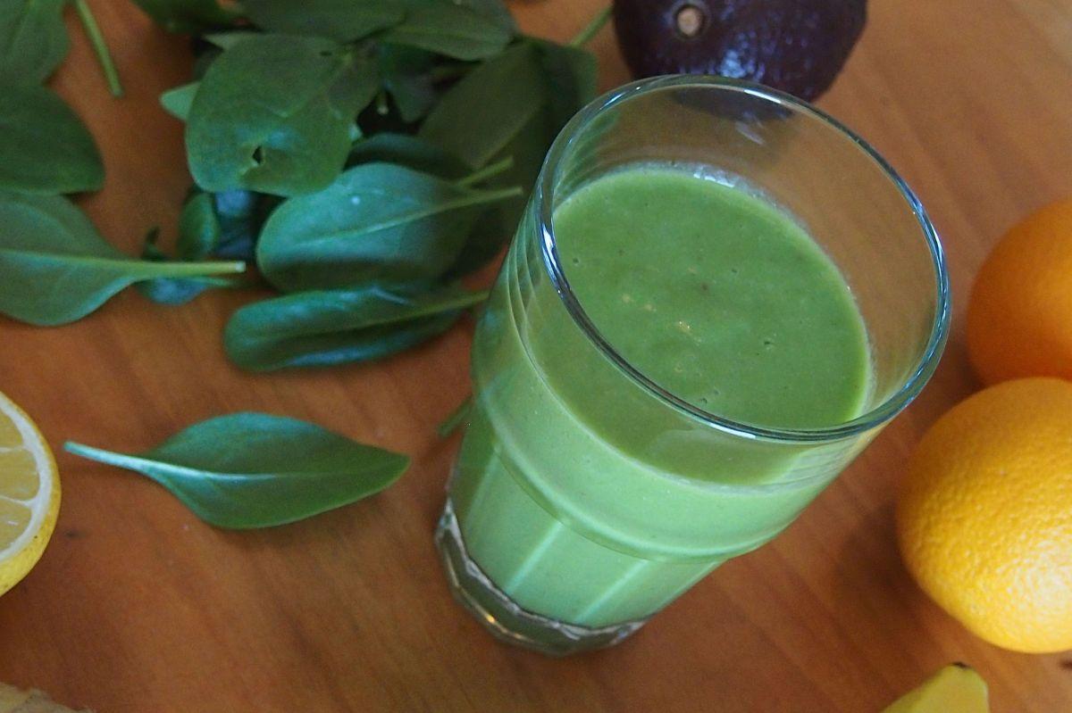 Regula tu digestión y pierde peso de manera natural, con este depurativo batido verde de linaza