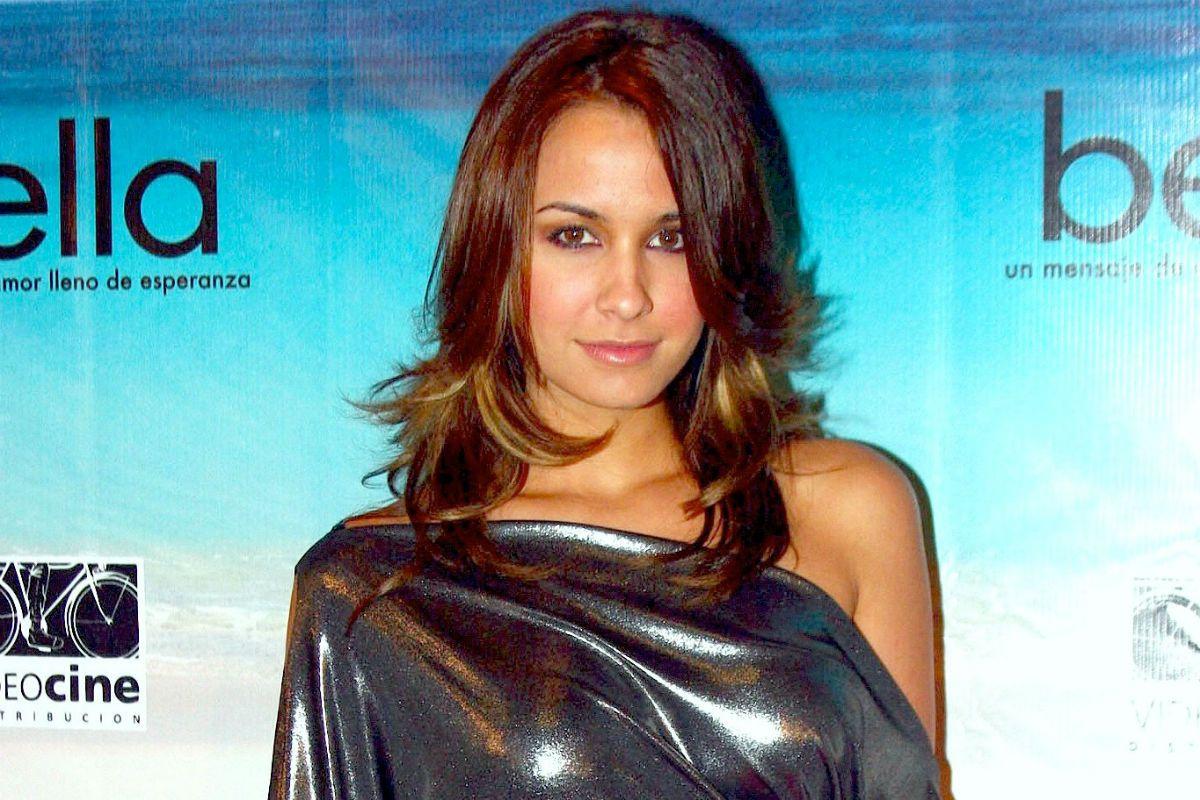 Orgullosa y feliz, Odalys Ramírez presume su figura en bikini sin retoques