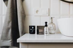 Los químicos que debes evitar en los productos de baño para no sufrir desórdenes hormonales