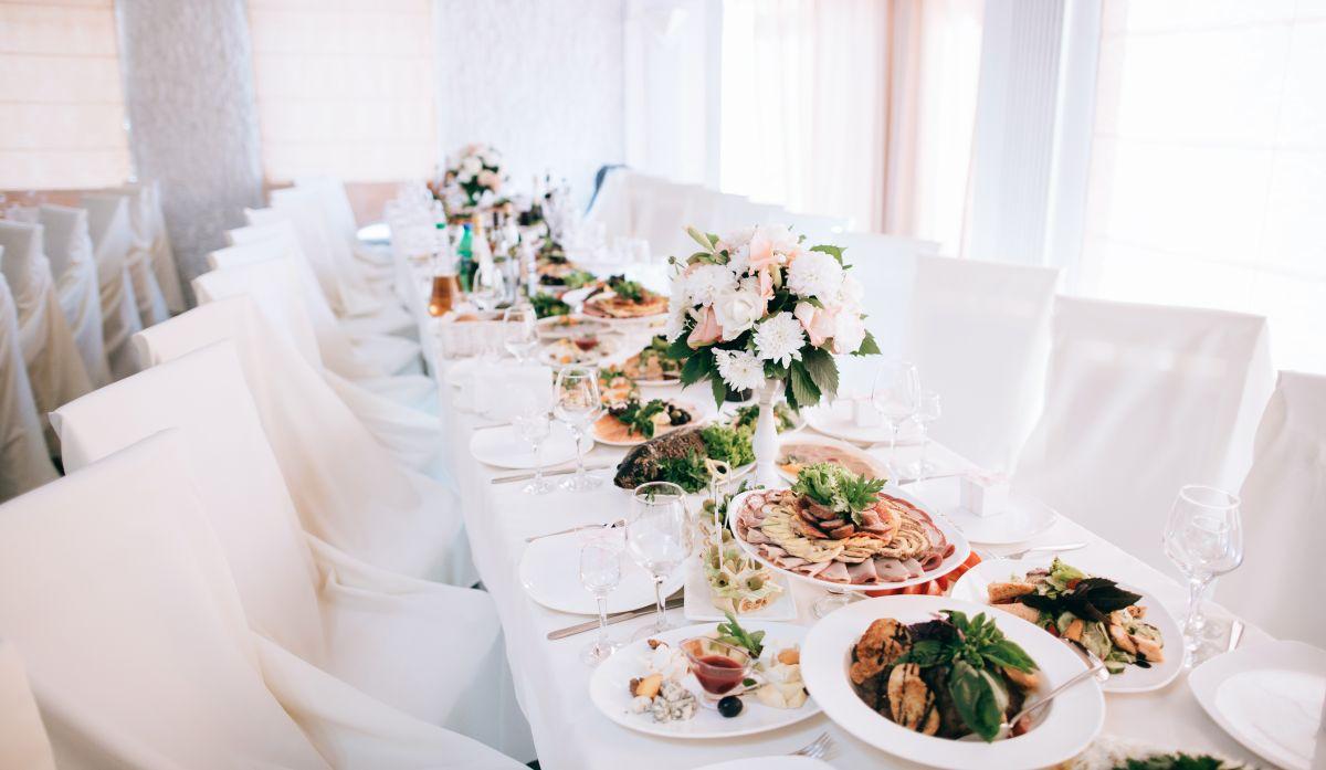"""""""Comida para niños"""": Boda se hace viral por el banquete ofrecido a sus invitados"""