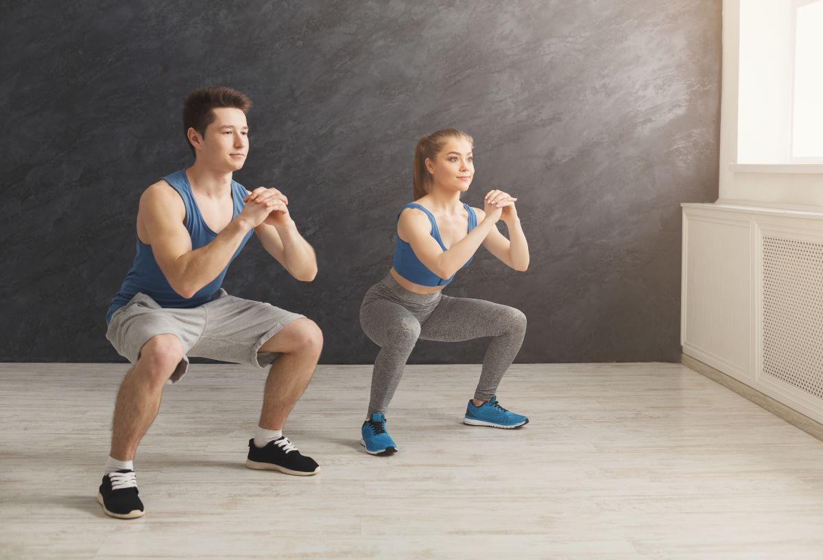 Cuántas sentadillas hacer a diario para fortalecer los músculos de las piernas