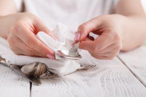 4 productos para limpiar y pulir joyas y metales sin gastar mucho dinero