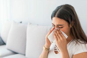 Los 4 mejores productos que debes tener siempre contigo para aliviar las alergias