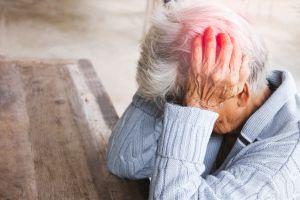 Anciana fue abandonada por sus hijas en su casa; llevaba 3 días sin comer