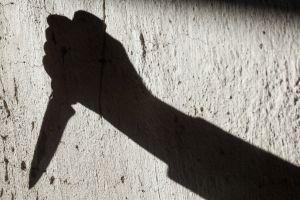 Decapitó a su esposa por una infidelidad y camina con su cabeza por la calle
