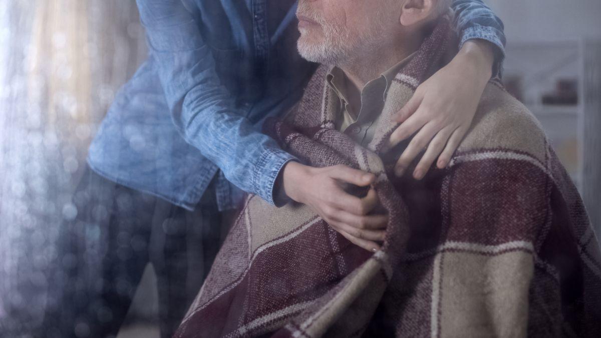 Por fortuna, hubo quien ayudara al anciano.
