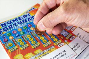 Hombre de Nebraska gana su segundo premio mayor de lotería en el año