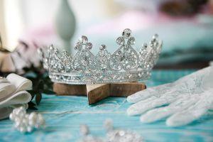 5 opciones de sets de joyas que hacen juego con tu vestido de quinceaños tradicional
