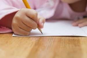 """""""Me quiero morir"""": La nota descubierta por una maestra de una alumna de 7 años que fue víctima de abuso sexual"""