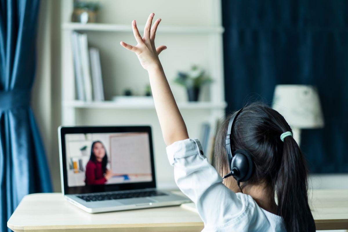 Violan a niña de 7 años mientras se encontraba en clase virtual